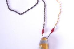 rosario giallo con ciondolo fatto a mano in resina con inserzioni pittoriche