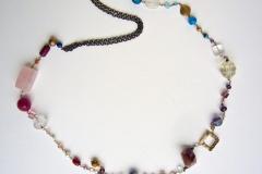 rosario di quarzi, cristalli, vetri