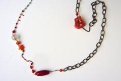 rosario con coralli e cristalli e catena