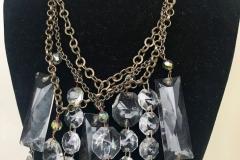 cristalli di lampadario di riciclo incatenati a perle di cristalli e catene di ottone