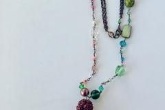 rosario con pietre dure rosse e verdi con pendente