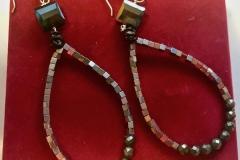 perline metallo e pirite e cristalli