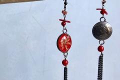moneta Uruguay rossa lavorata a mano con inserzioni di fiori secchi ricoperti di resina