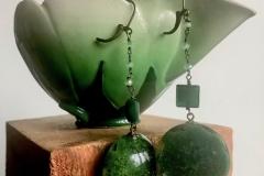 resina e cristalli verdi