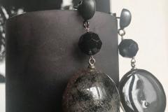 resina con inserzioni pittoriche sul nero, cristalli e monachella in argento brunito scuro