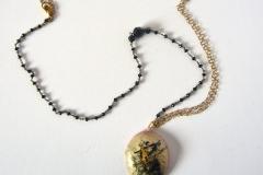 rosario e doppia catena con pendente in resina fatto a mano