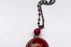 rosario con cristalli bordò-verde,resina con inserzioni pittoriche e pietre dure