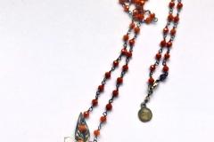 rosario con cristalli rossi ,resina con inserzioni pittoriche