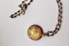 rosario con cristalli oro ,resina con inserzioni pittoriche oro